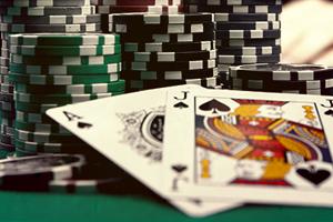 карты и фишки для покерной комнаты казино ignition